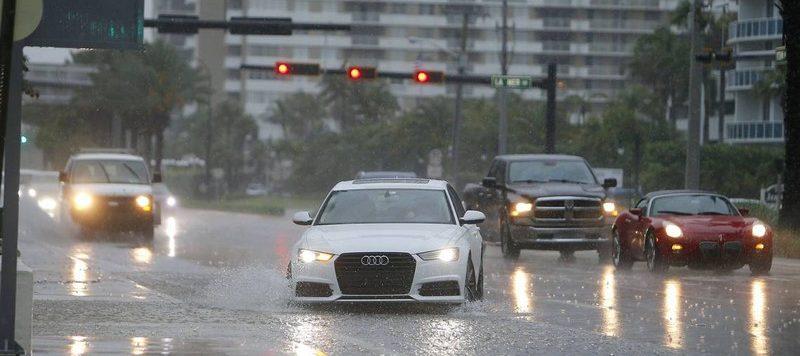 نکات ایمنی رانندگی در باران: استفاده از چراغ نور پایین خودرو حین رانندگی در باران و جاده لغزنده