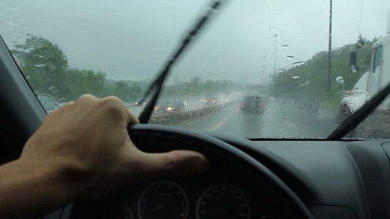 ایمنی رانندگی در باران ـ استفاده حداکثری از برف پاککن در زمان بارش باران