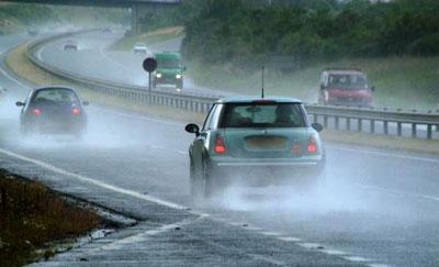 نکات ایمنی قبل از رانندگی در باران و جاده لغزنده